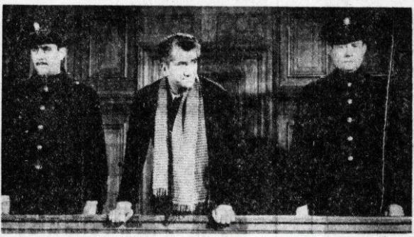 Daniel Gelin als Han van Meegeren op de filmset van de Amsterdamse rechtbank. Bron: De Telegraaf, 4-8-1965. Fotograaf: niet bekend