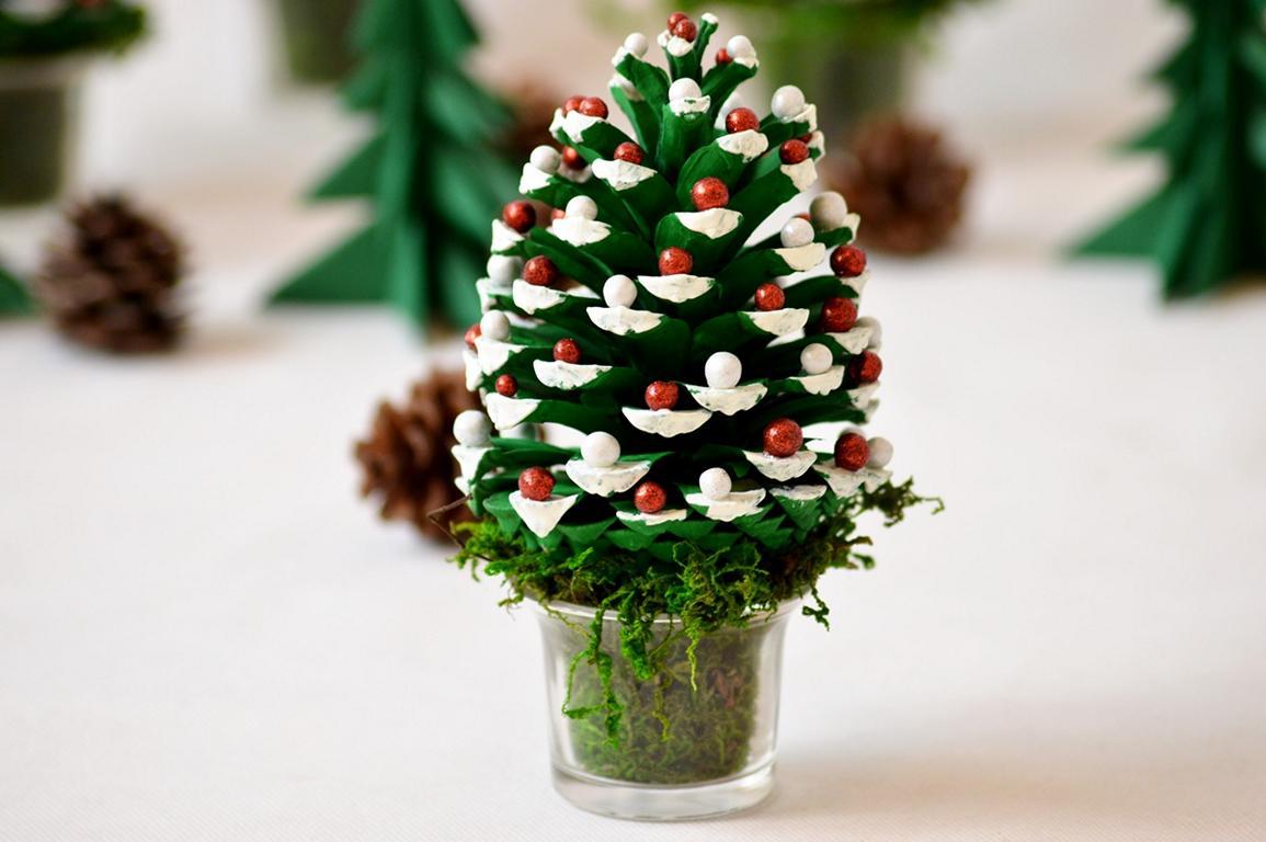 DIY Weihnachtsdeko - wie Tannenzapfen zu Tannenbäumchen werden...