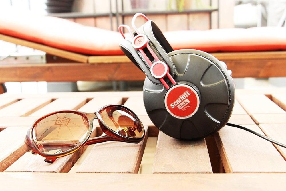 Kopfhörer sonnenbrille hörbuch hören statt lesen