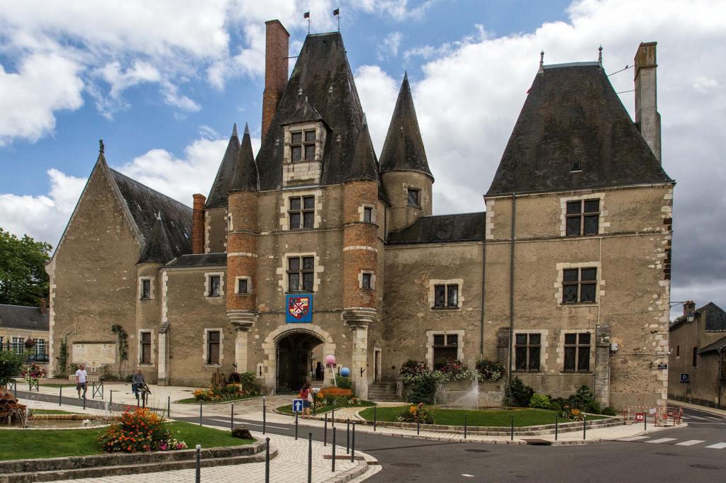 Aubigny-sur-Nere-chateau-1
