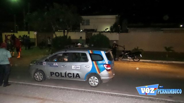 Protesto foi realizado em frente à casa do Prefeito de Carpina