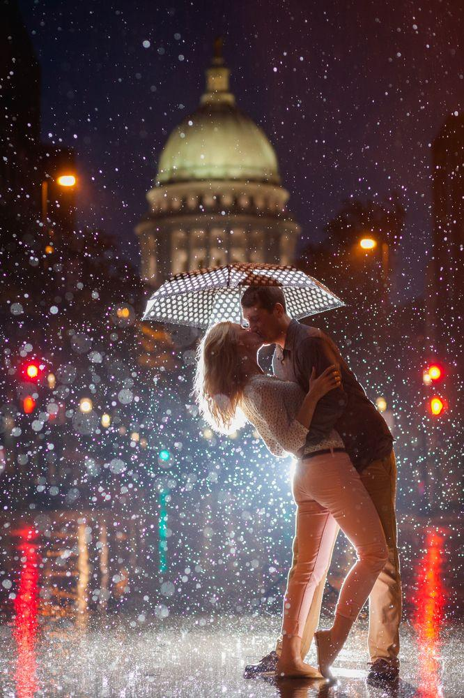 Cute Girl And Boy Animated Wallpaper Download Loving Kiss In Rain Kiss Day Wallpapers For