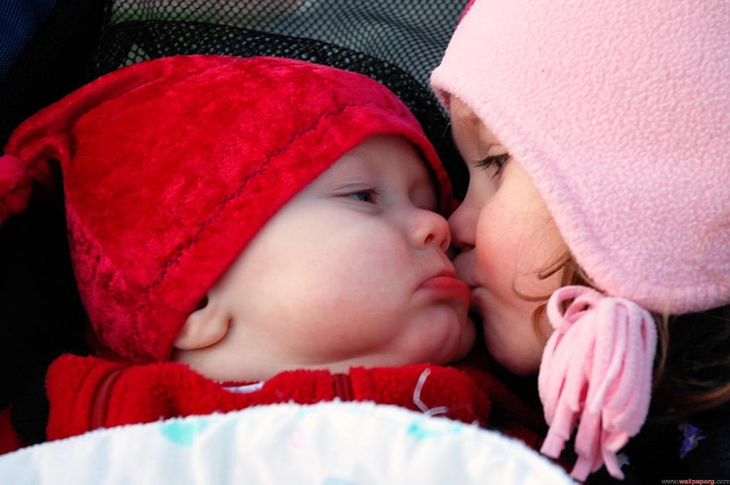 Cute Love Baby Couple Wallpapers For Mobile