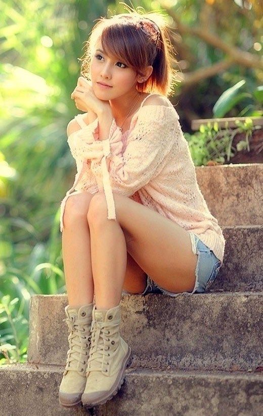 Sweet Cute Wallpapers 240x320 Download Stylish Girl Sitting Alone Profile Pics For