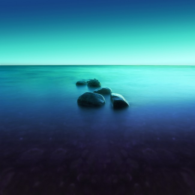 Wallpaper Ocean, Horizon, Stones, Reflection, Blue - WallpaperMaiden
