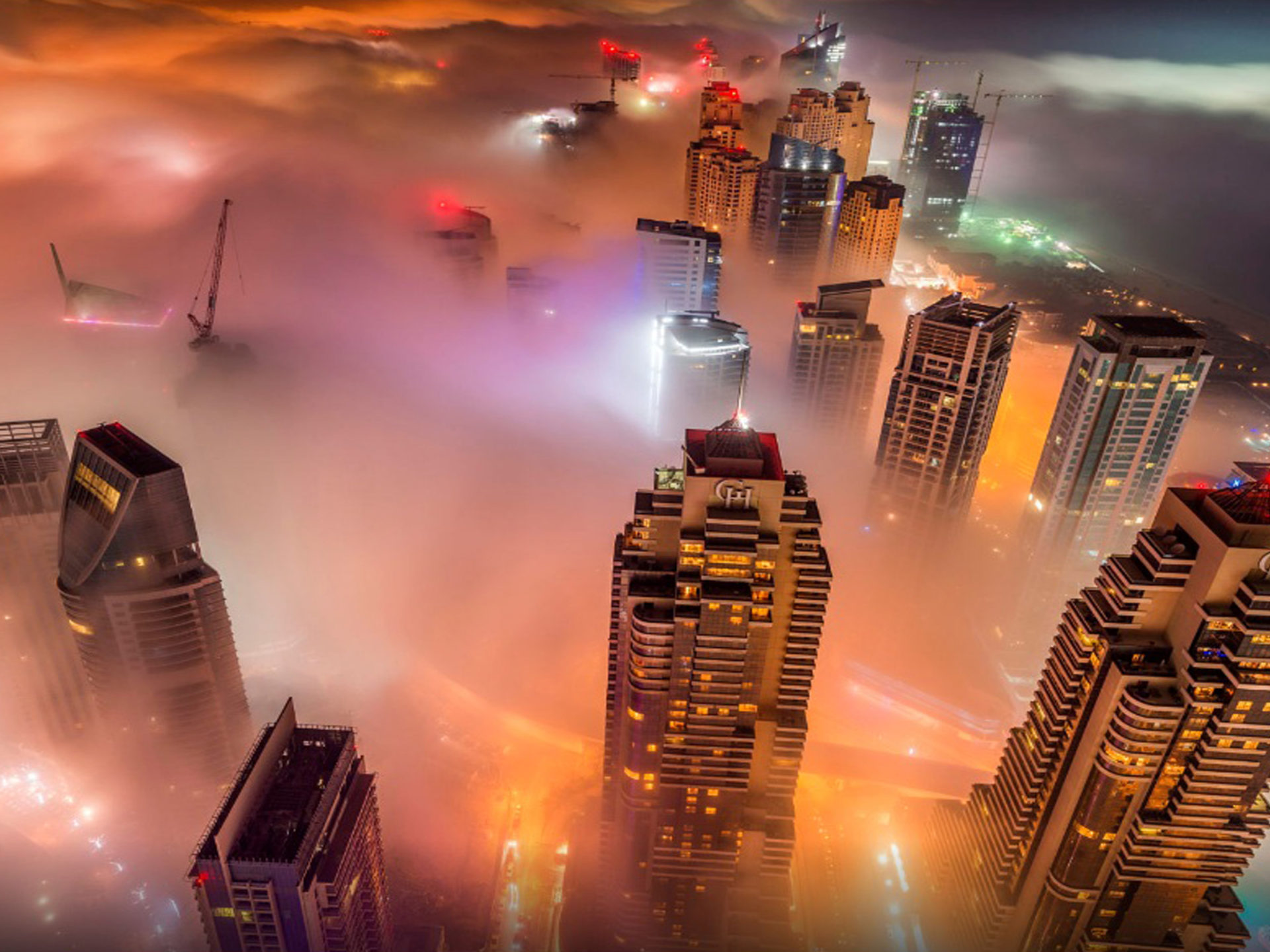 Iphone Wallpapers Hd Free Download Dubai Fog City At Night Hd Wallpapers For Desktop