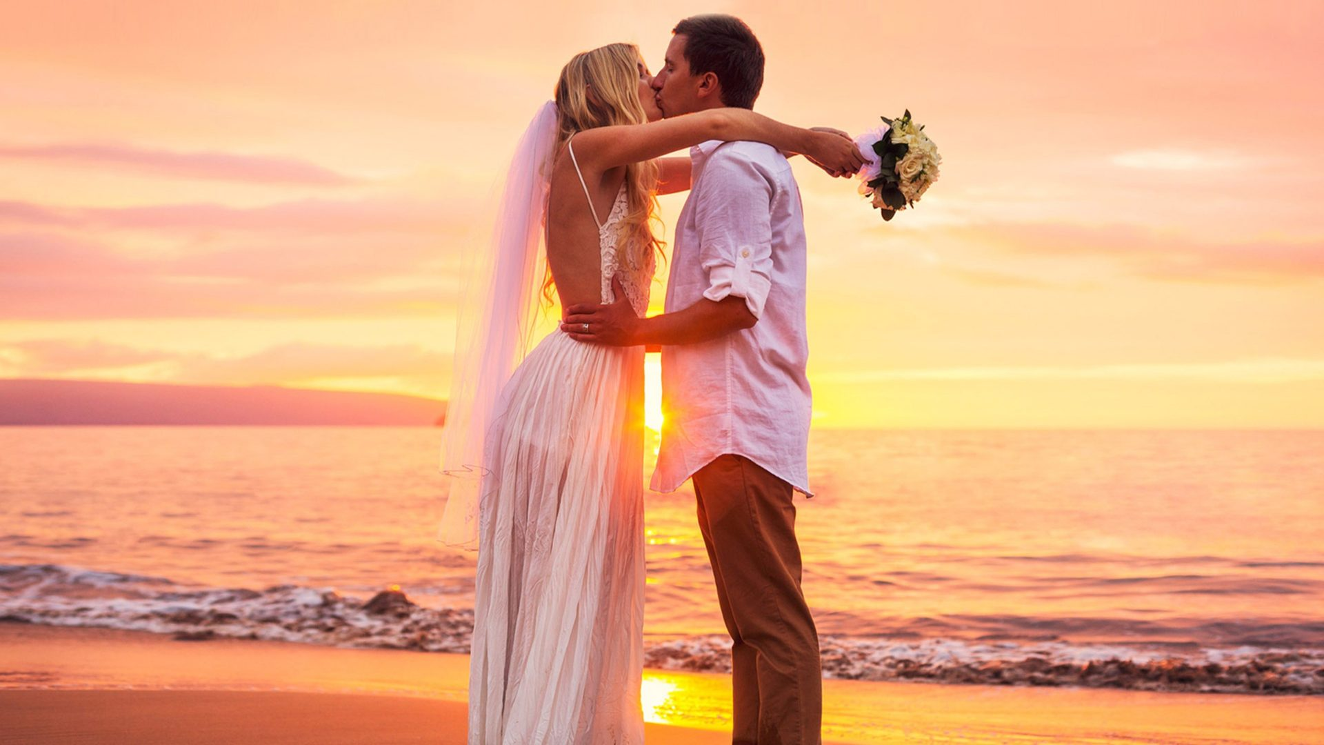 Cute Couple Wallpapers For Lock Screen Kiss At Sunset Cute Couple Marriage Newly Married Images