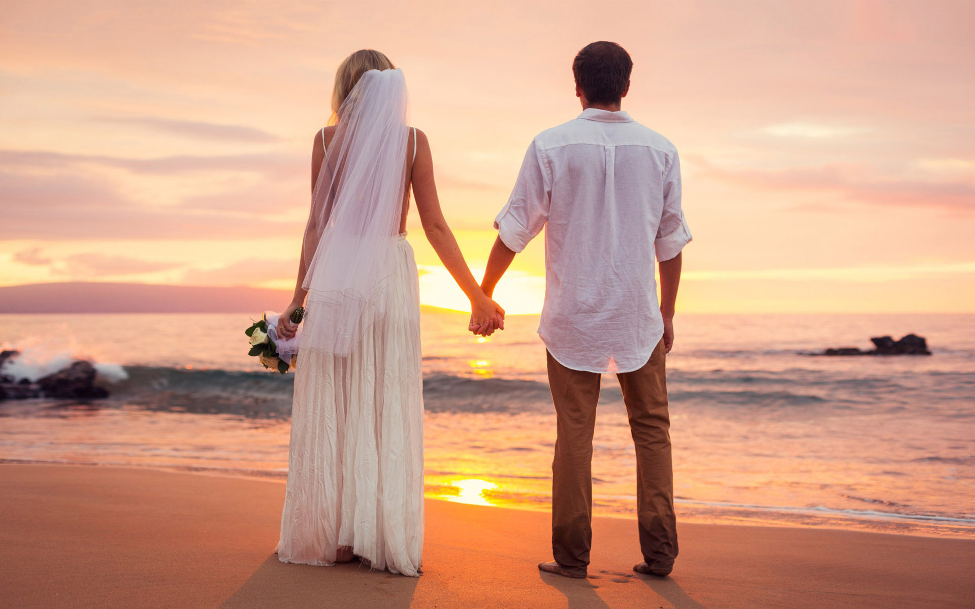 Cute Couple Holding Hands Wallpapers Love Couple Had Just Married Sea Beach Sunset Hd Love