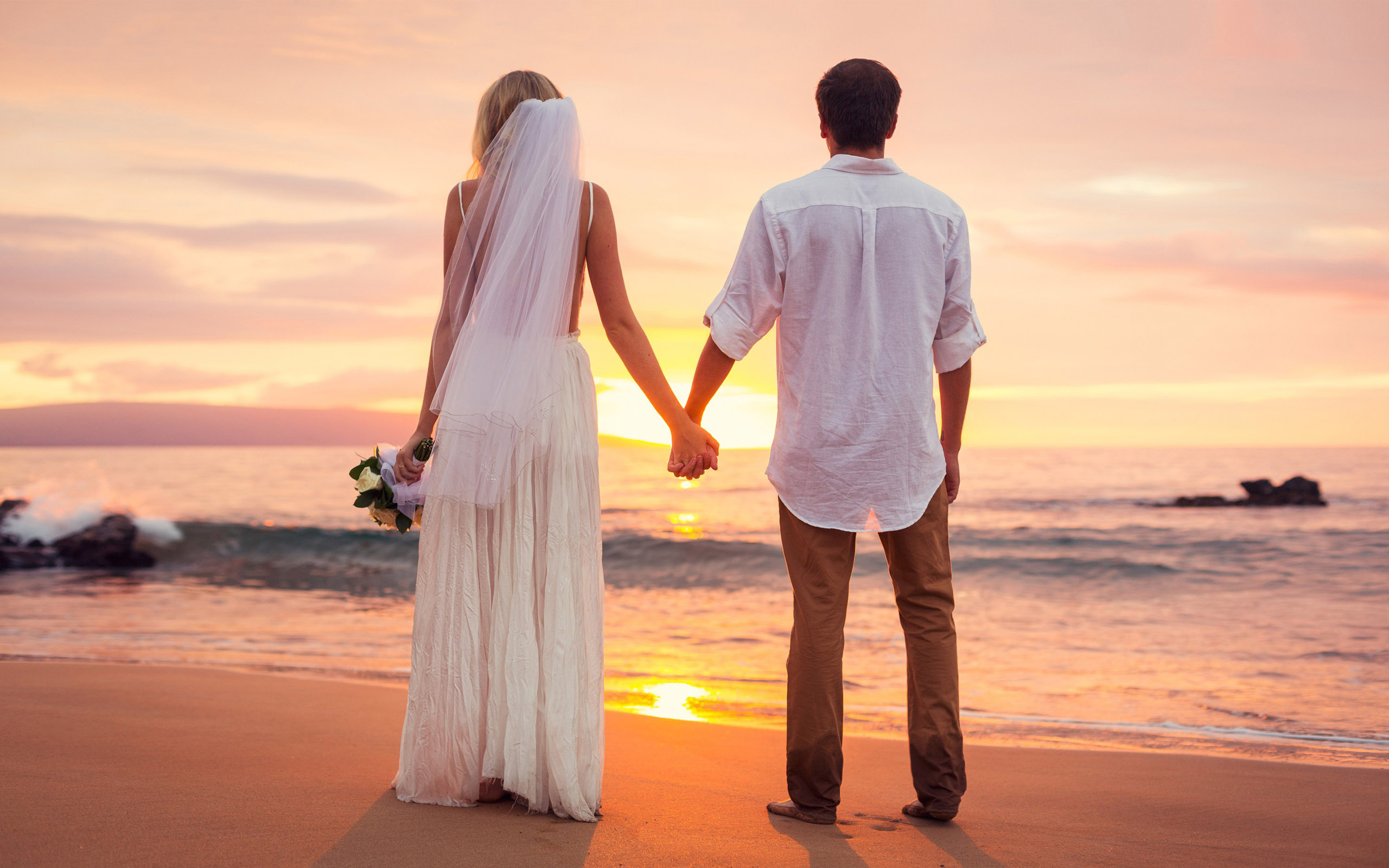 Cute Couples Holding Hands Wallpapers Love Couple Had Just Married Sea Beach Sunset Hd Love