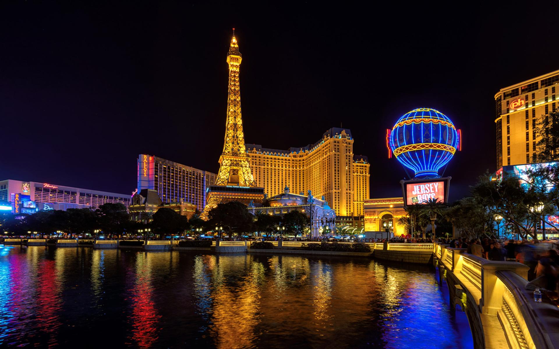 Berlin Wallpaper Hd Hotel Paris And Eiffel Tower In Las Vegas Nevada Desktop