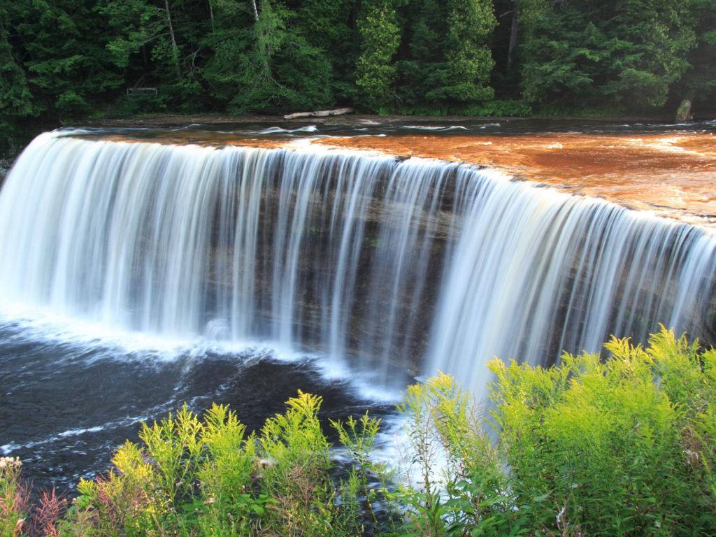 Iguazu Falls Iphone Wallpaper Tahquamenon Falls Michigan Upper Peninsula Waterfalls