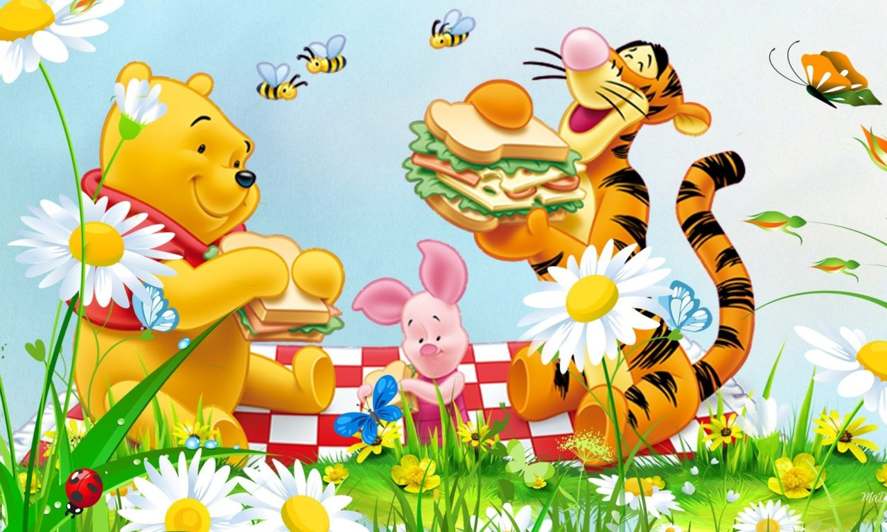 Pooh Wallpaper Iphone Picnic Flowers Grass Bee Winnie The Pooh Tigger And Piglet