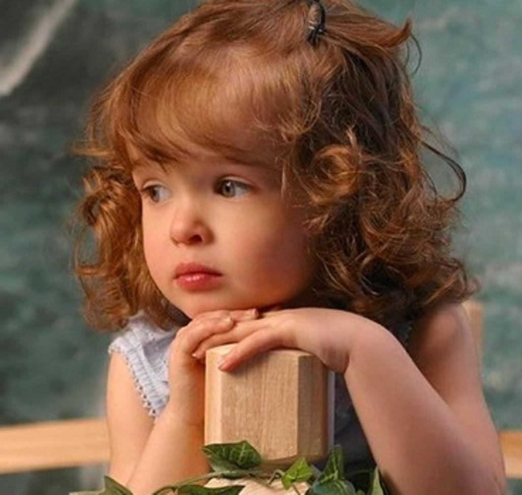 Sad Girl With Red Rose Wallpaper Download Cute Sad Baby Wallpaper Gallery