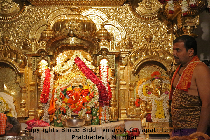 Sai Baba Hd 3d Wallpaper Download Download Siddhivinayak Live Darshan Wallpapers Gallery
