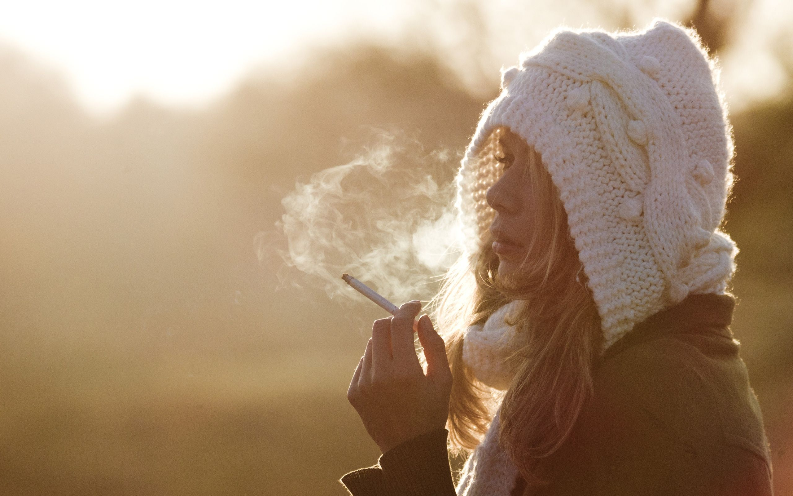 Cigaret With Girl Wallpaper Download Beanie Smoking Cigarette Blonde Mood Wallpaper 2560x1600