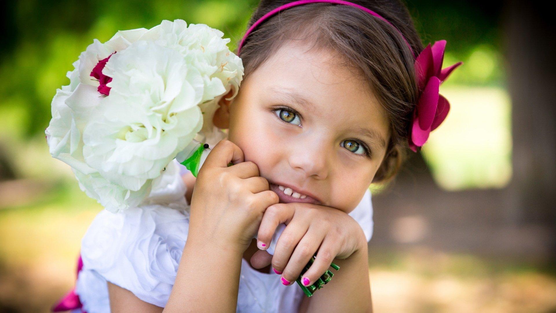 Sweet Small Girl Hd Wallpaper Sweet Angel With Flowers Children Wallpaper 1920x1080