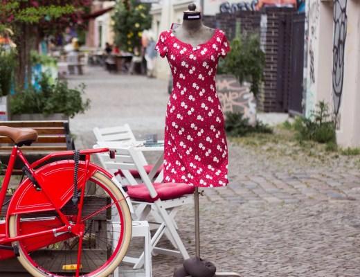 Berlin im Quadrat Rotes Kleid-9614