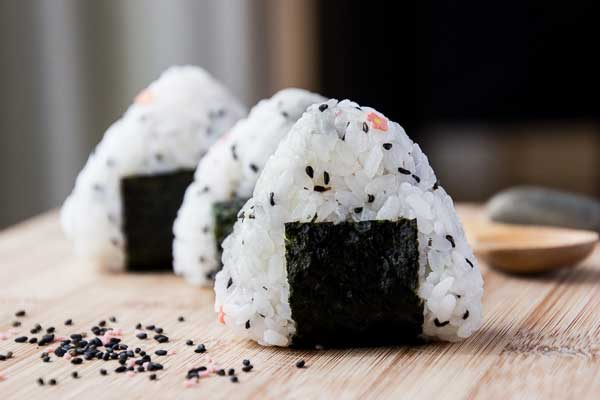 Simple Onigiri Rice Ball Snack - This FUN snack is great to make in ...