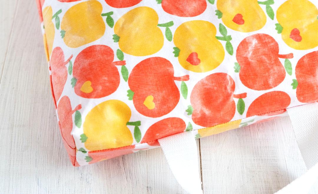 DIY Kniekissen für den Garten | Stoff mit Frischhaltefolie laminieren & beschichten.