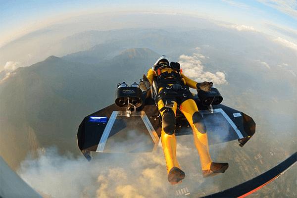 breitling-jetman-survolent-le-mont-fuji