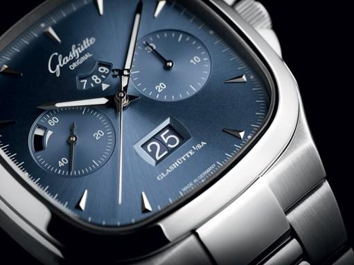 Seventies Chronograph Panorama Date - Cadran Bleu Galvanisé - Détail