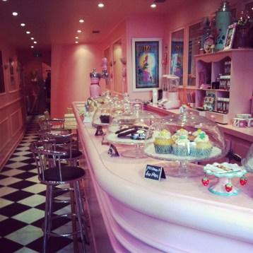 Dans la cupcakerie de Chloé Saada, à Pigalle