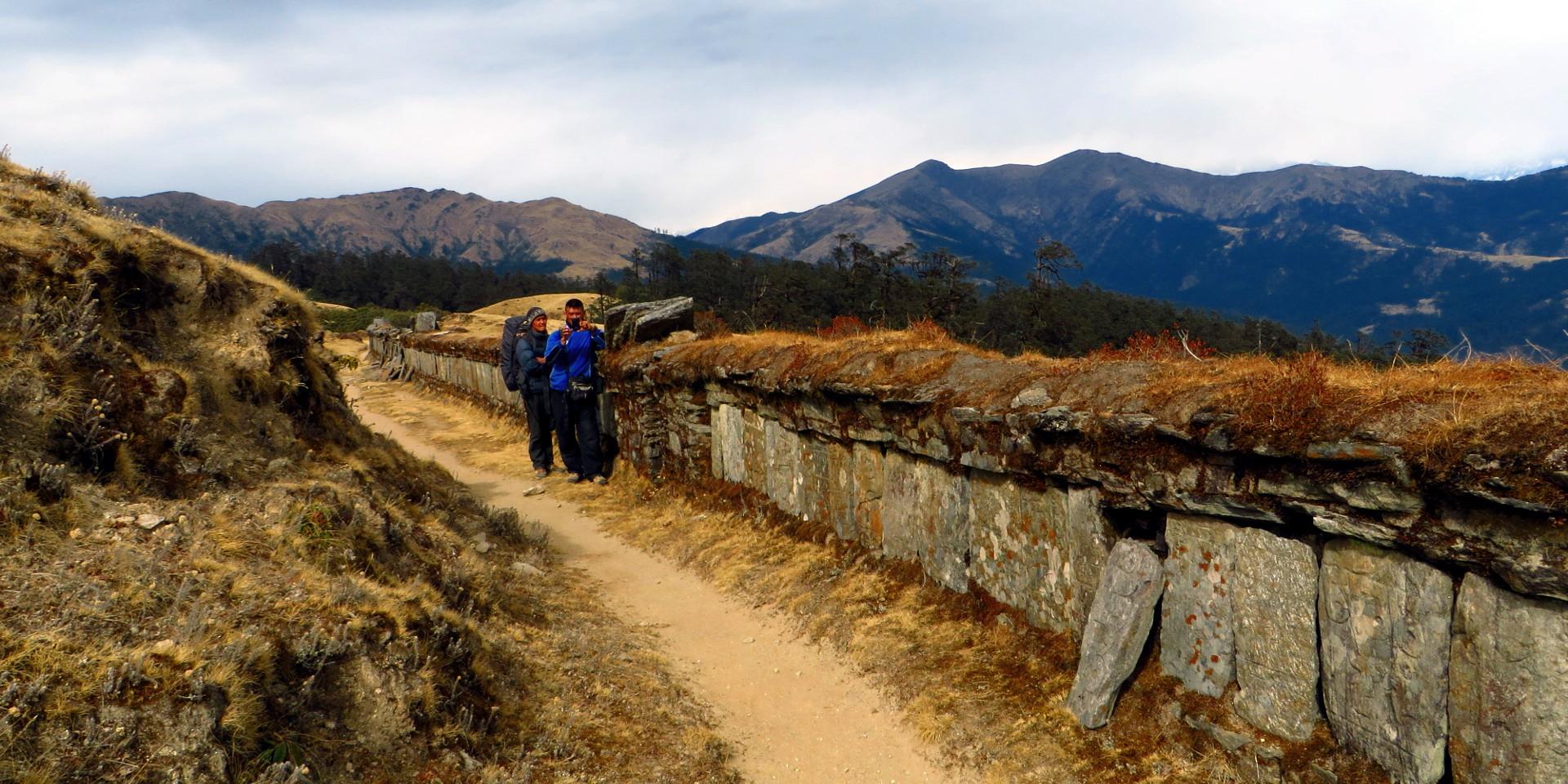 everest-trail-mani-wall-1920x960