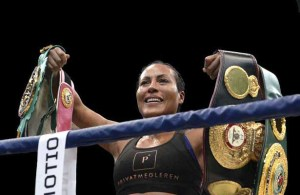 The sold out house gave Cecilia Braekhus a standing ovation. (Photo: John T. Pederson)