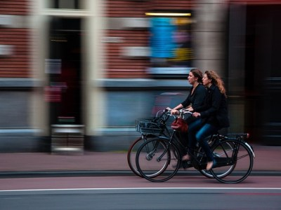 female cyclists in London