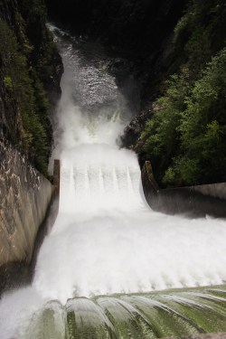 dam-capilano-lake