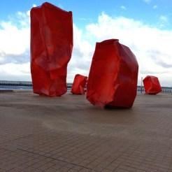 rode blokken strand oostende