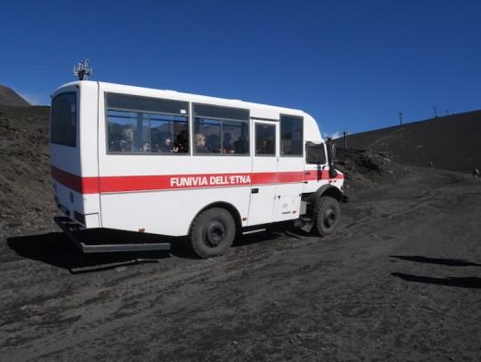 trucks etna vulkaan