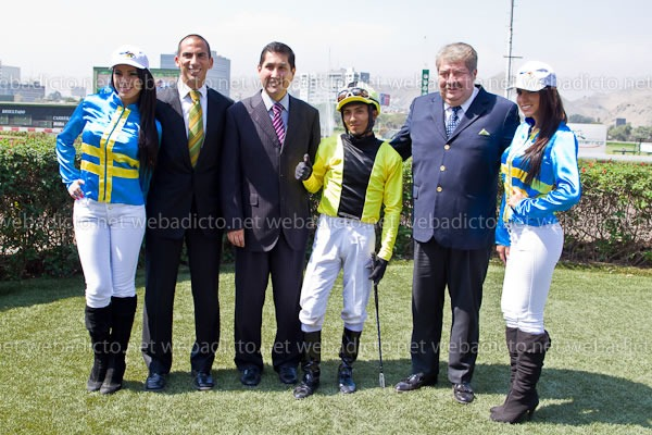 la-polla-y-pollon-intralot-jockey-club-del-peru-24