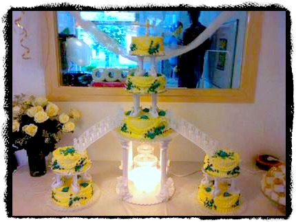 Flashy Wedding Cakes With Fountains For The Adventurous