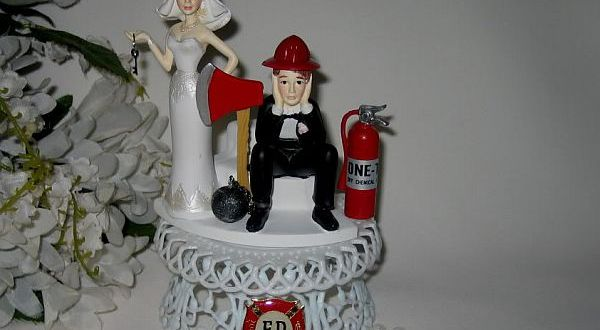 The Wilton ball and chain topper