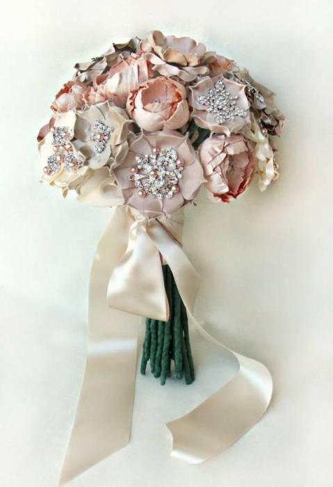 7 Stunning Brooch Bouquets