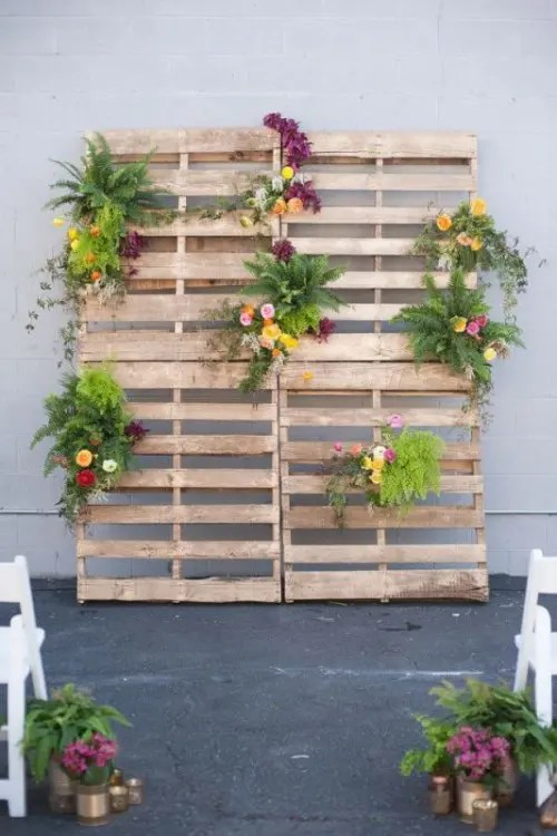 Cool Way To Use Rustic Wood Pallets In Your Wedding Decor