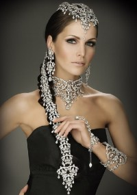 Indian Bridal Hairstyles: Accessories Fit For A Queen ...