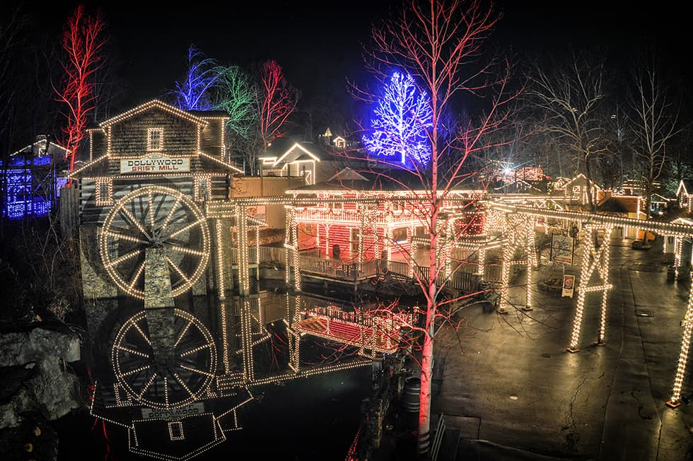 Gatlinburg In The Fall Wallpaper Best Theme Parks That Decorate For The Holidays
