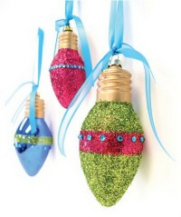 Recycled Light Bulb Christmas Decorations | Weirdomatic