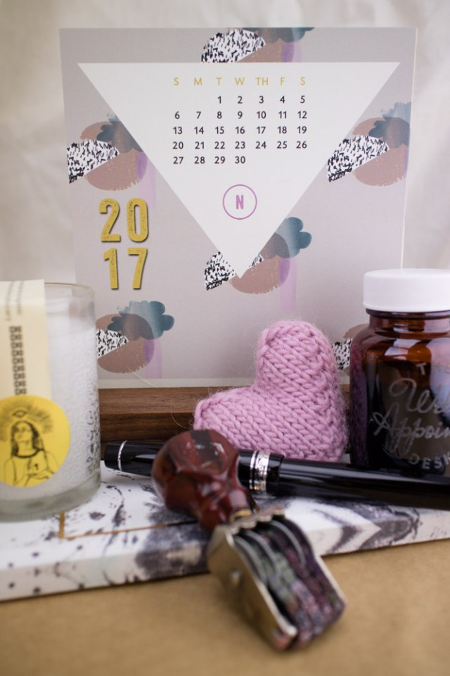 Ferme à Papier Desk Calendar