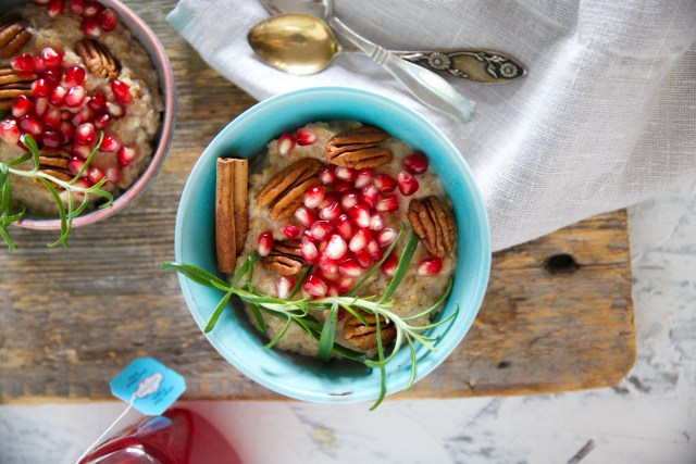 gluten and dairy free chai caramel oat porridge