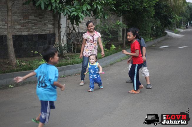 tasha may_we love jakarta_welovejakarta_kampung kids_kids in jakarta_making friends in jakarta_south jakarta
