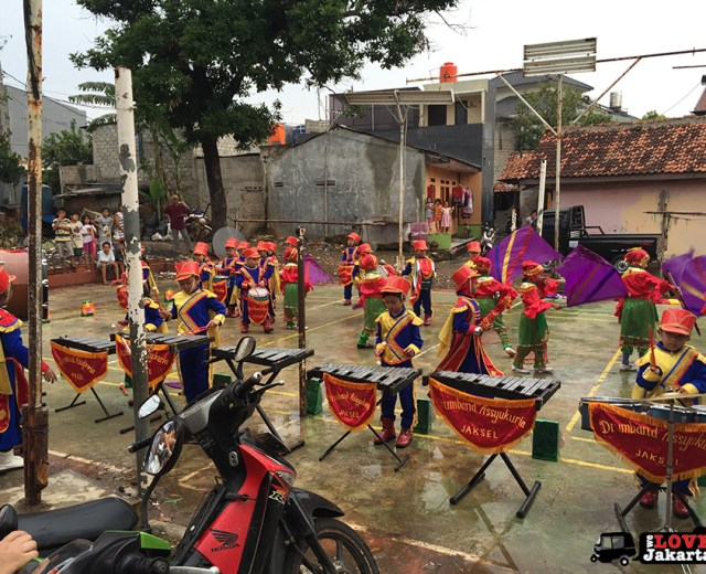 Tasha May_We love Jakarta_Gojek_Go-video 2016_Marching band in Kampung