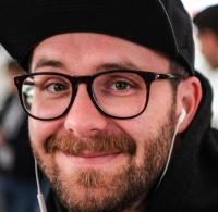 Mark Forster zerbricht beim Putzen Goldene Schallplatte - WELT
