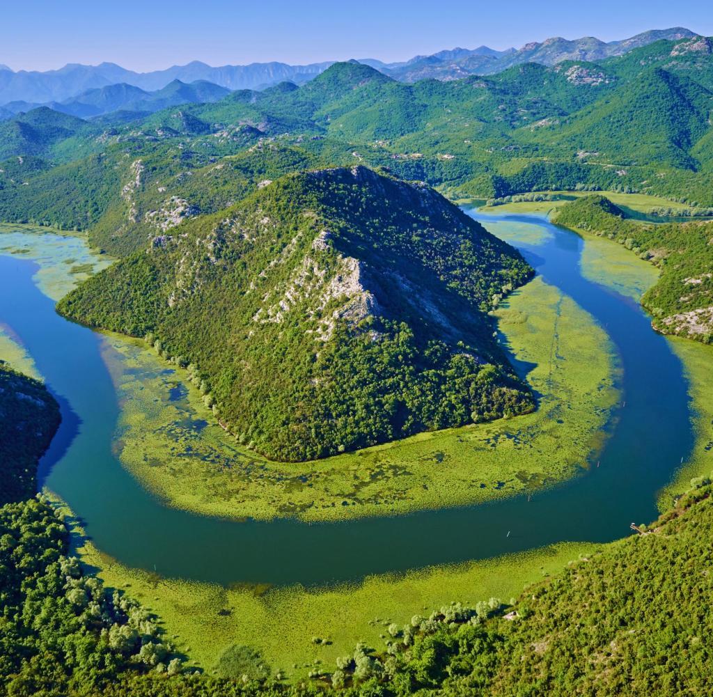 Lonely Girl Wallpaper Com Montenegro Weltkulturerbe Berge Und T 252 Rkisfarbenes Meer