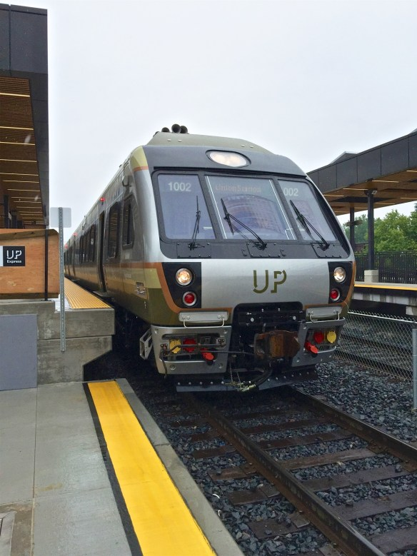 A UPX train. Note the difference between the UPX platform and the adjacent GO train platform. (File)
