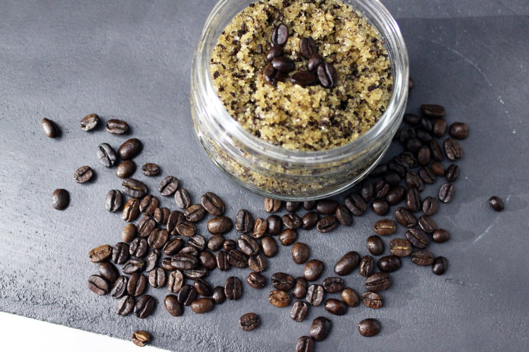 beautycocoon_whattowhere_winterbeautytips-diy-coffee-anticellulite-scrub