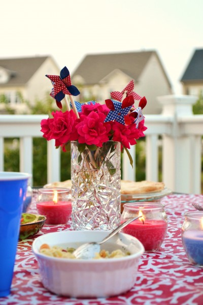 red white and blue flower arrangement, july 4 decorating ideas