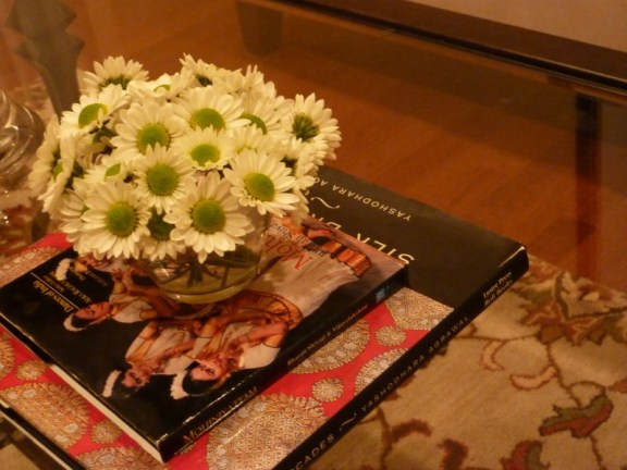 Whats ur home story, simple floral centerpieces